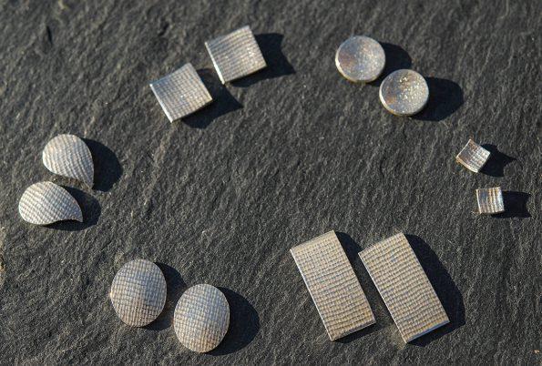 Diverse Silberohrringe mit gewalzten Strukturen